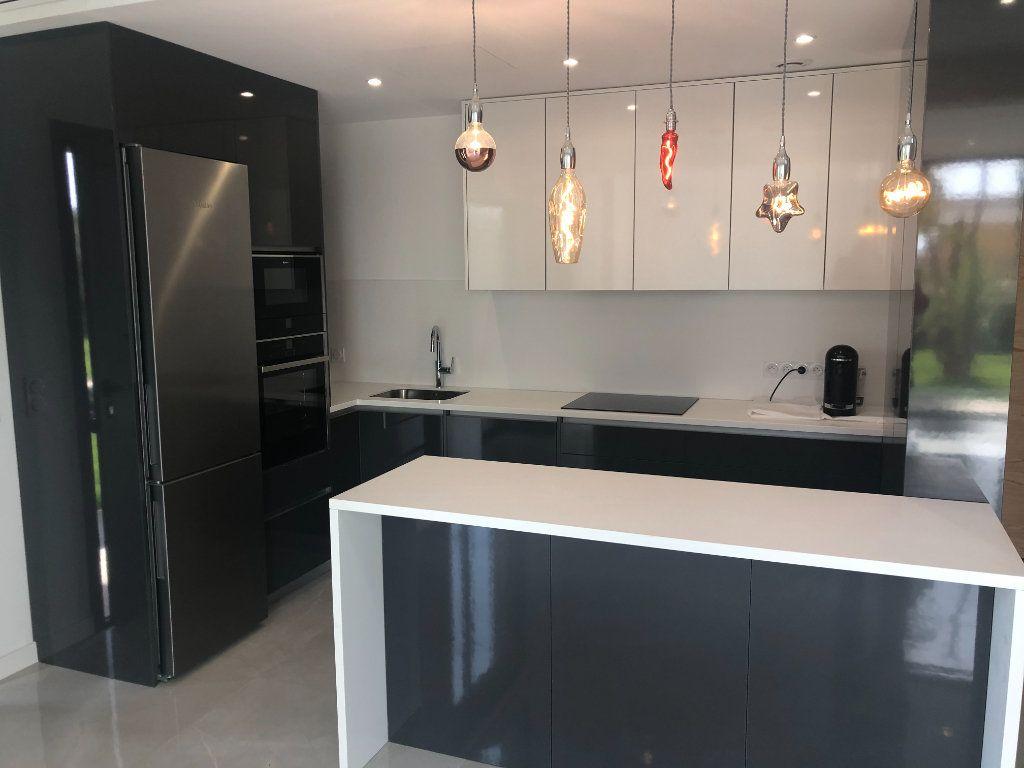 Maison à vendre 5 140m2 à Antibes vignette-5