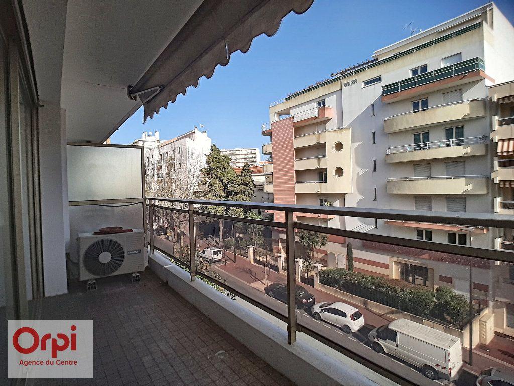 Appartement à vendre 3 78m2 à Juan-les-Pins - Antibes vignette-8