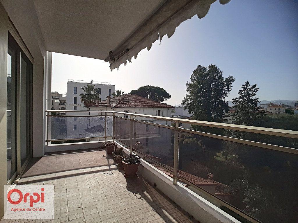 Appartement à vendre 3 78m2 à Juan-les-Pins - Antibes vignette-12