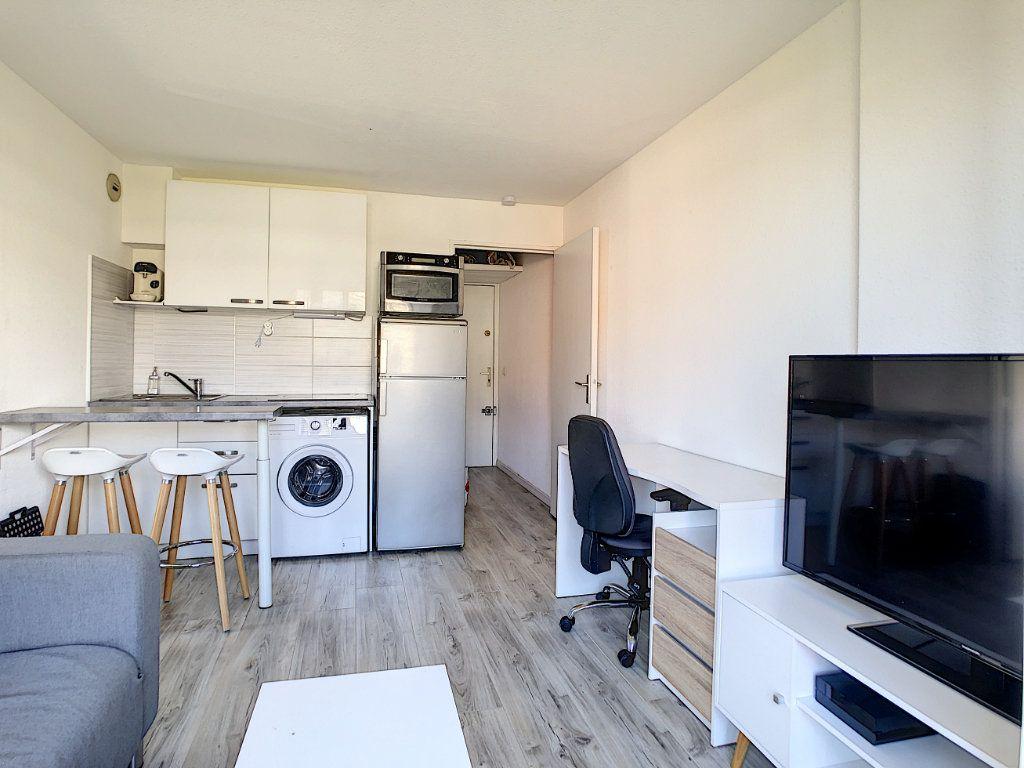 Appartement à louer 2 25.55m2 à Golfe Juan - Vallauris vignette-5