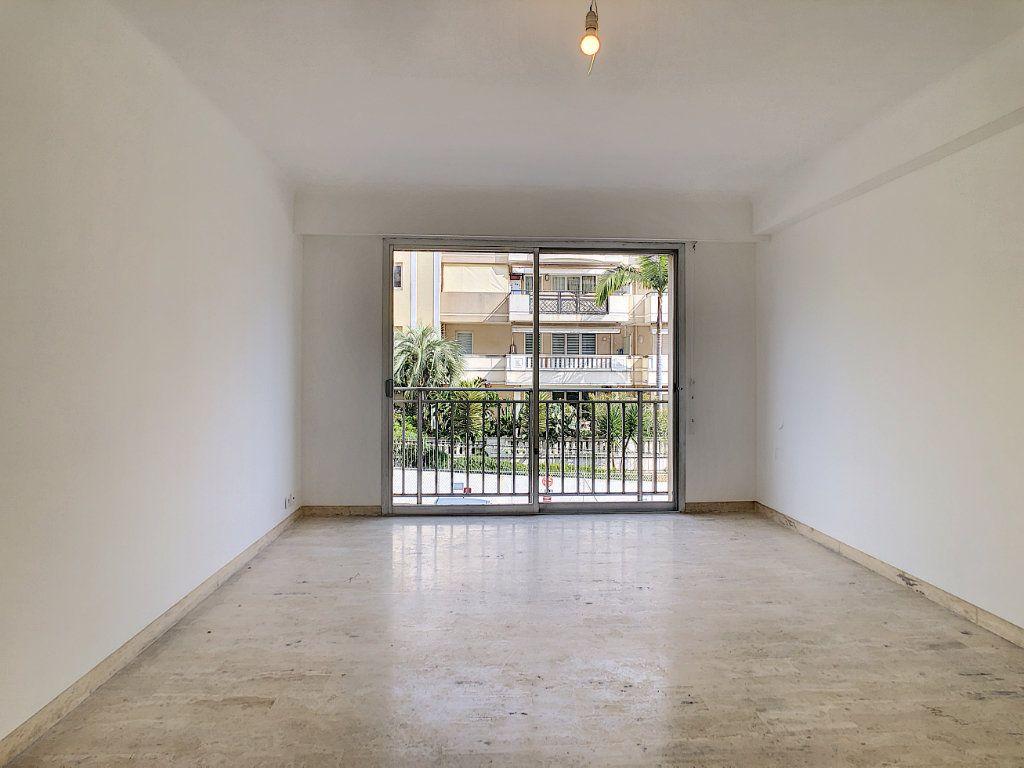 Appartement à louer 2 51m2 à Golfe Juan - Vallauris vignette-2