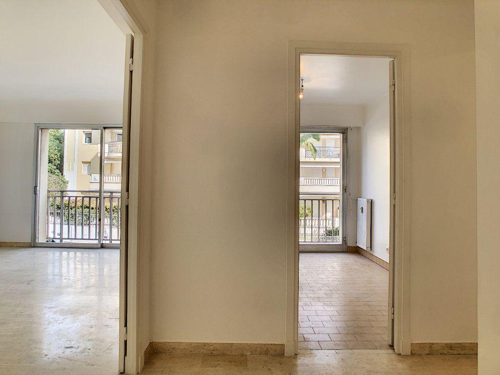 Appartement à louer 2 51m2 à Golfe Juan - Vallauris vignette-3