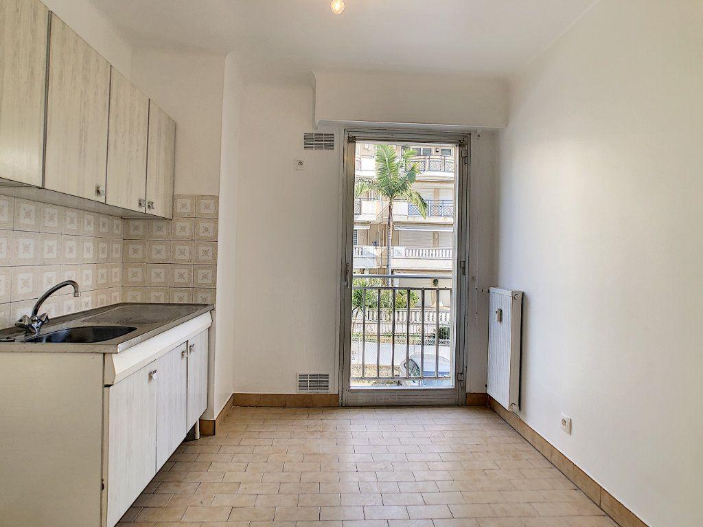 Appartement à louer 2 51m2 à Golfe Juan - Vallauris vignette-4