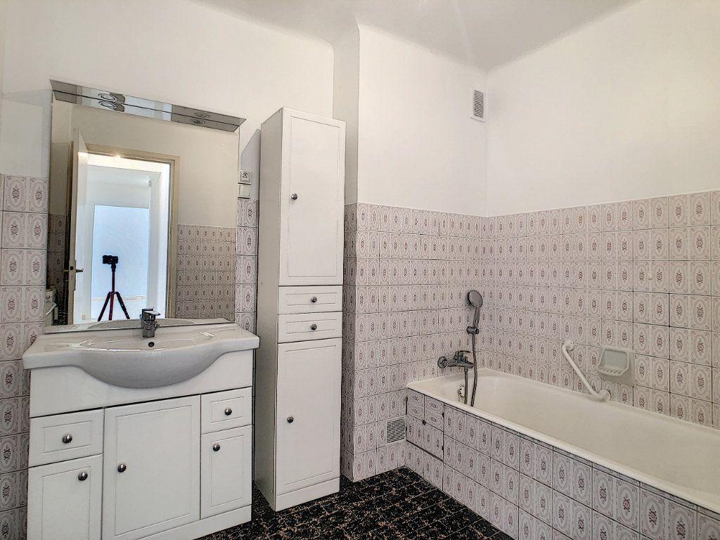Appartement à louer 2 51m2 à Golfe Juan - Vallauris vignette-6
