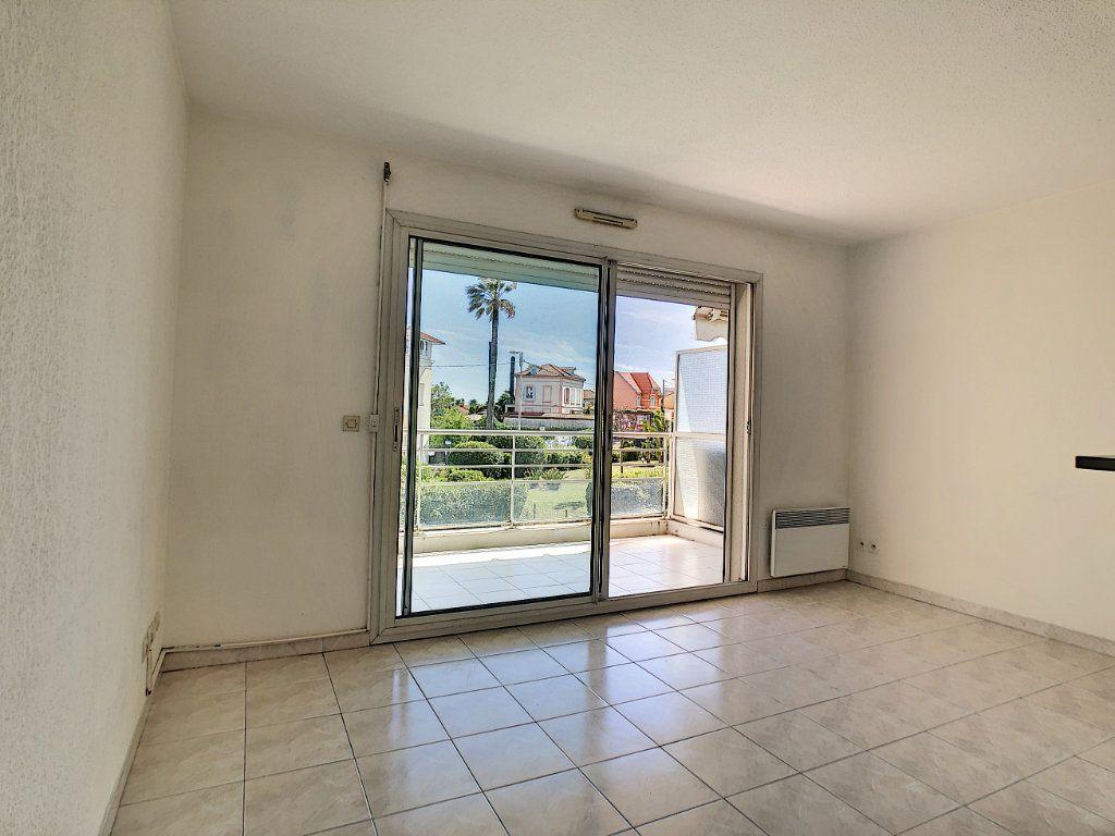 Appartement à louer 1 28m2 à Golfe Juan - Vallauris vignette-3