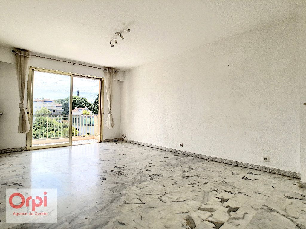Appartement à louer 3 60.48m2 à Antibes vignette-3