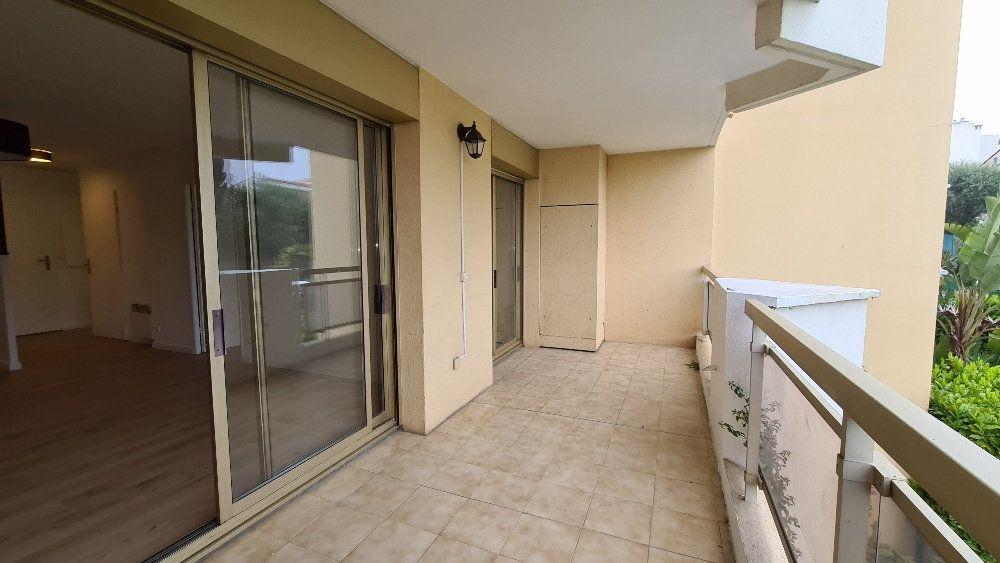 Appartement à louer 2 40.77m2 à Le Cannet vignette-6