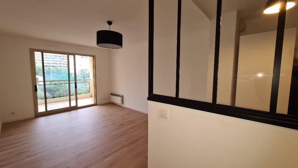 Appartement à louer 2 40.77m2 à Le Cannet vignette-7
