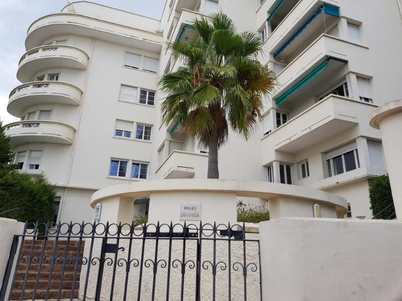 Appartement à louer 1 29.84m2 à Cannes vignette-2