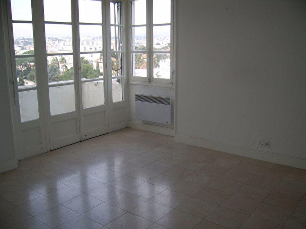 Appartement à louer 1 29.84m2 à Cannes vignette-5