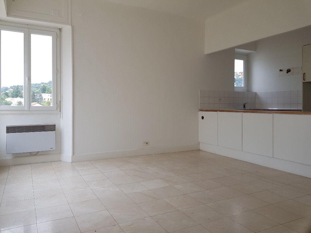 Appartement à louer 1 29.84m2 à Cannes vignette-8