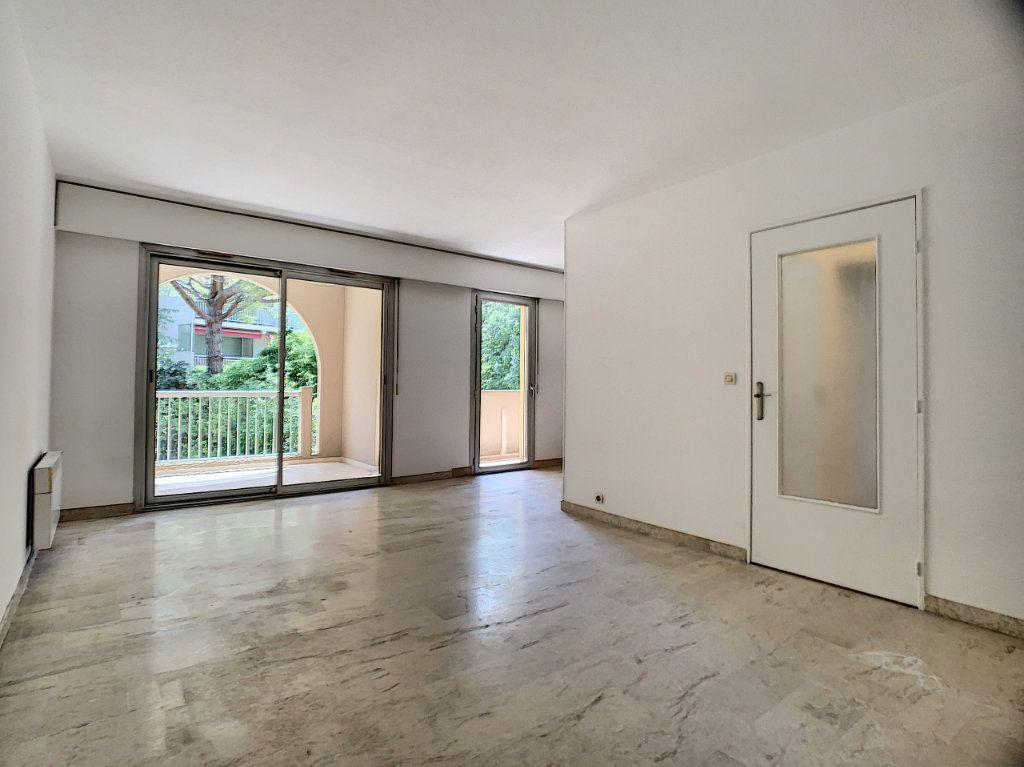 Appartement à louer 2 45.05m2 à Le Cannet vignette-1