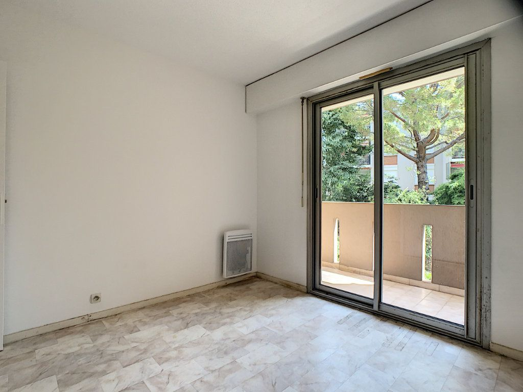 Appartement à louer 2 45.05m2 à Le Cannet vignette-9