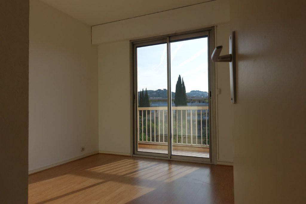 Appartement à louer 3 64.09m2 à Le Cannet vignette-1