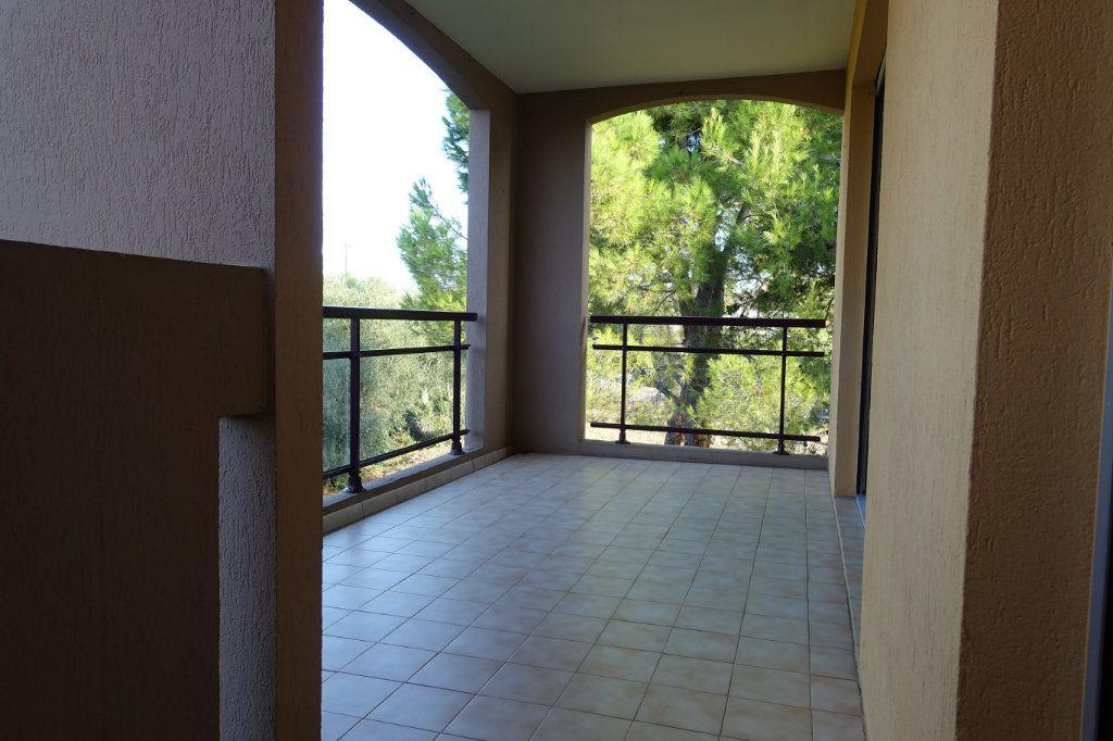 Appartement à louer 3 64.09m2 à Le Cannet vignette-2