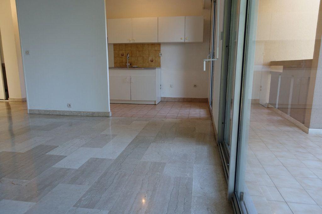 Appartement à louer 3 64.09m2 à Le Cannet vignette-4