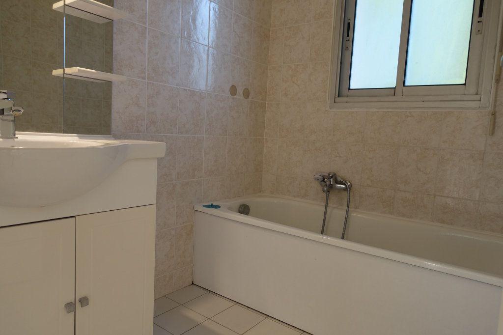 Appartement à louer 3 64.09m2 à Le Cannet vignette-6