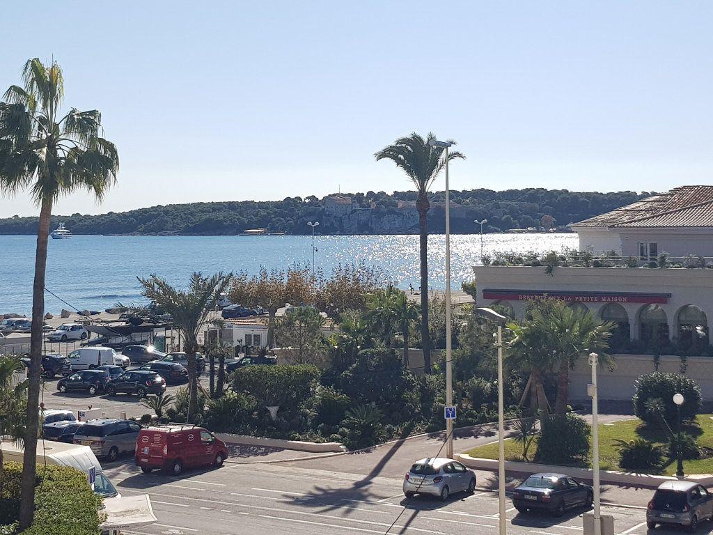Appartement à louer 1 35m2 à Cannes vignette-1