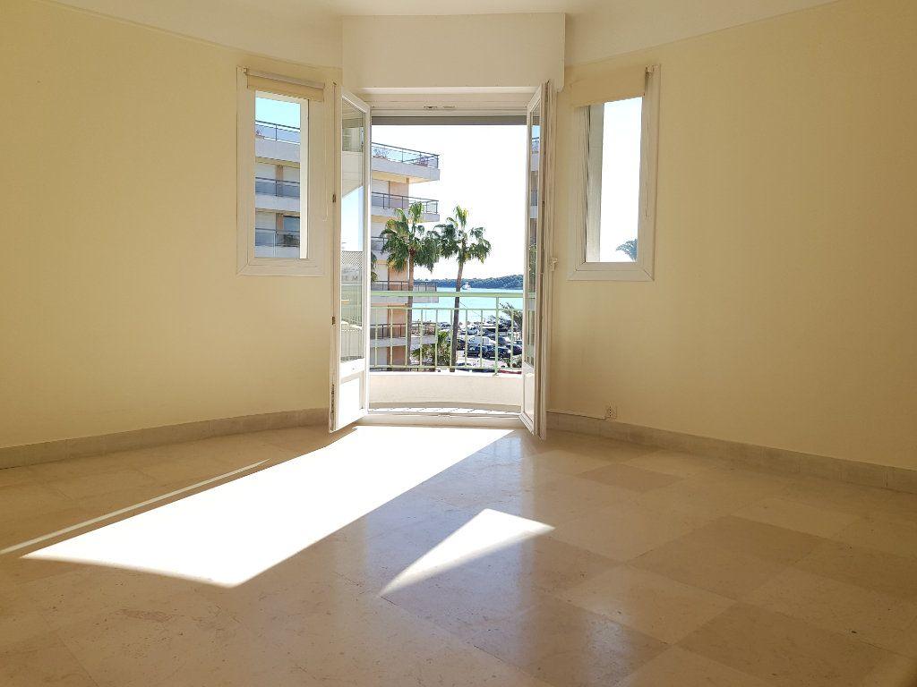 Appartement à louer 1 35m2 à Cannes vignette-2