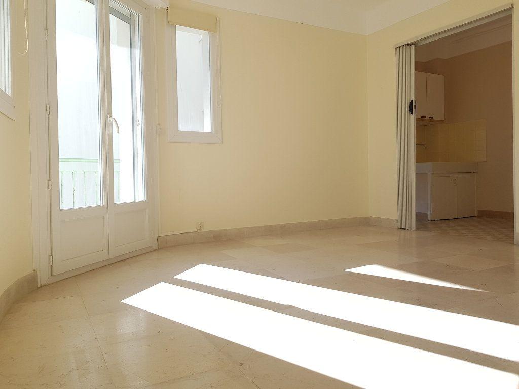 Appartement à louer 1 35m2 à Cannes vignette-4