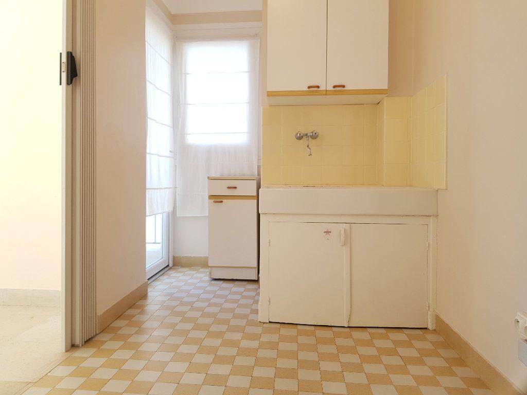 Appartement à louer 1 35m2 à Cannes vignette-5