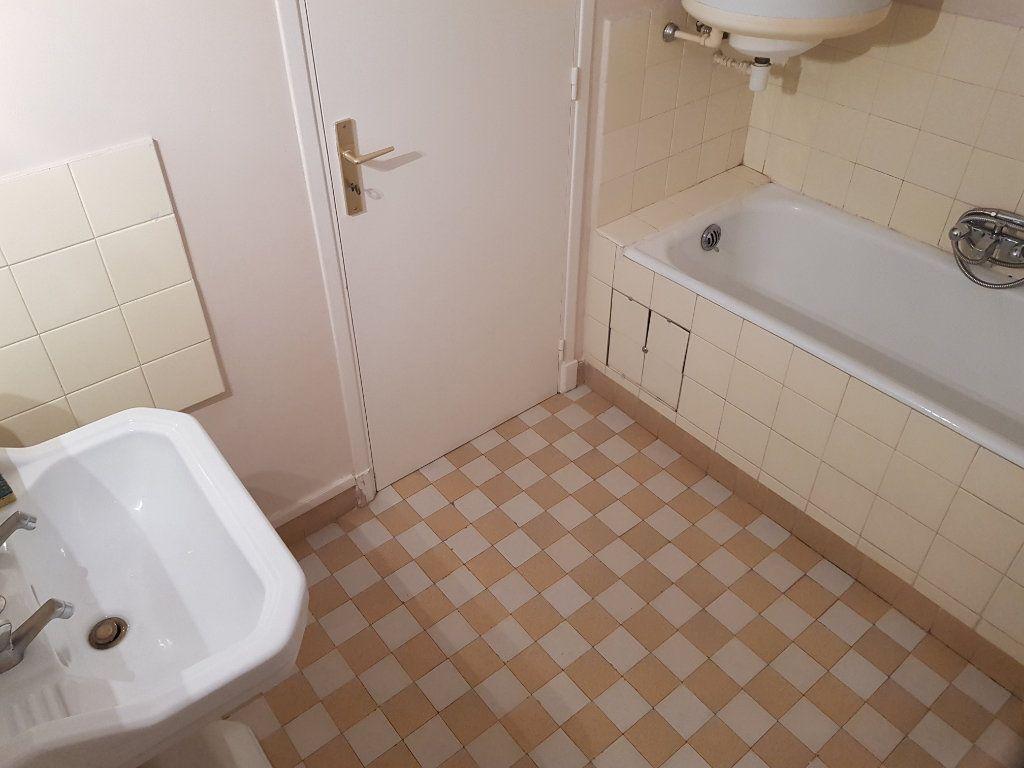 Appartement à louer 1 35m2 à Cannes vignette-6