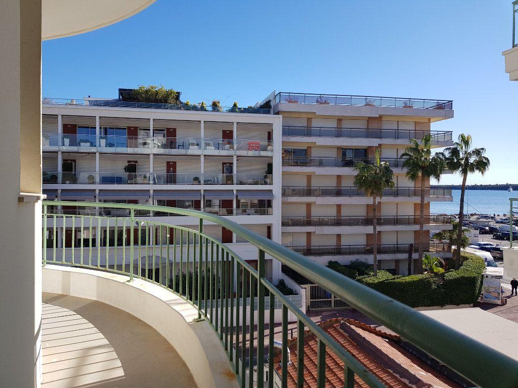 Appartement à louer 1 35m2 à Cannes vignette-8