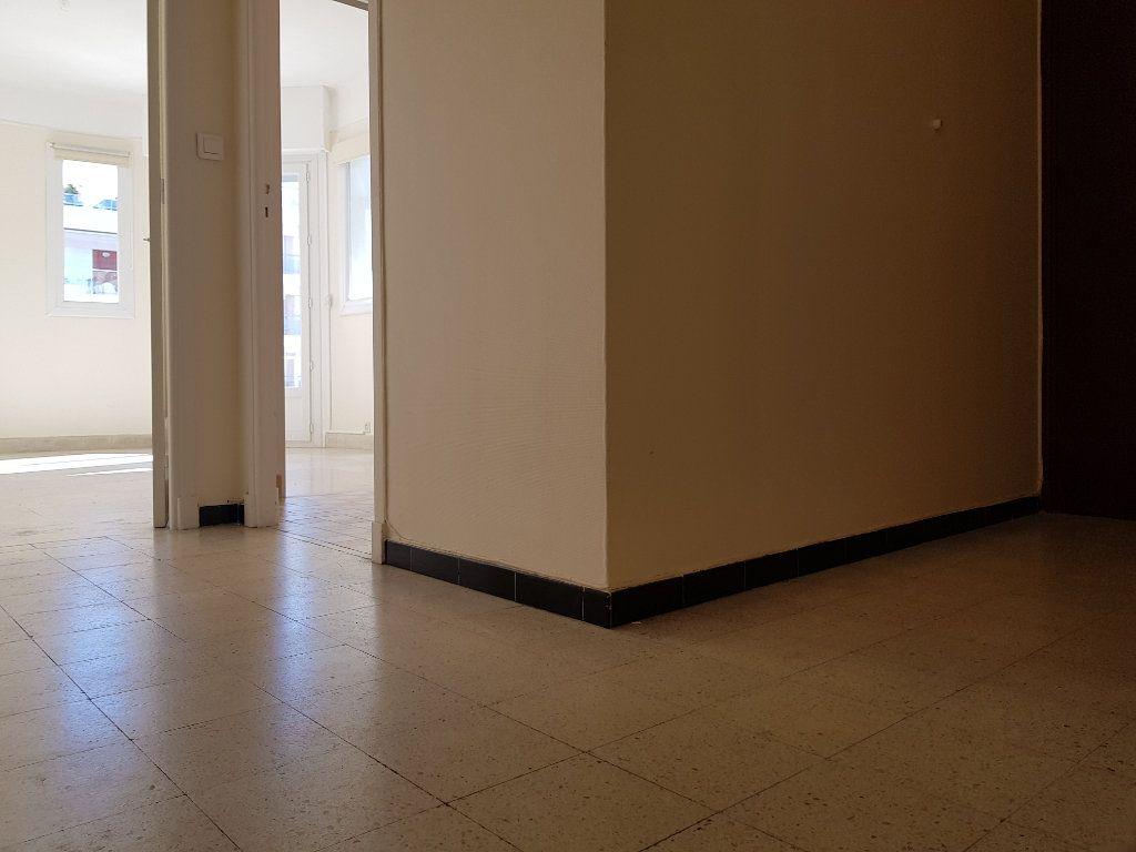 Appartement à louer 1 35m2 à Cannes vignette-9