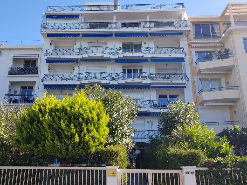 Appartement à louer 1 35m2 à Cannes vignette-10