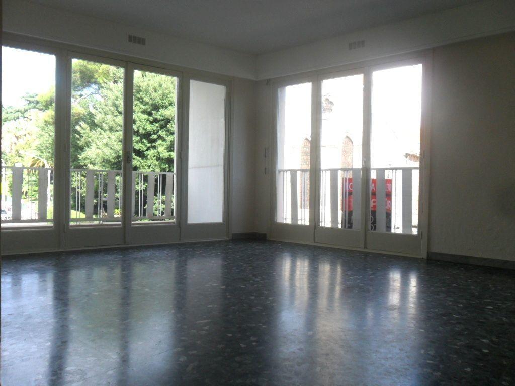 Appartement à louer 3 72m2 à Cannes vignette-2