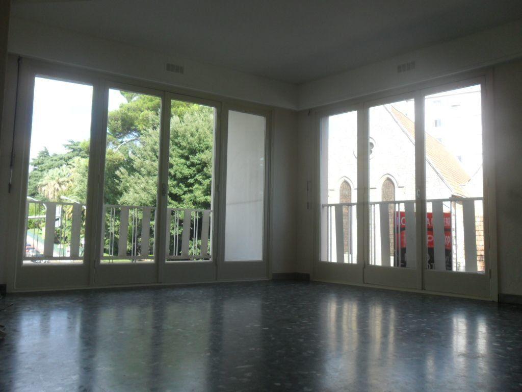 Appartement à louer 3 72m2 à Cannes vignette-5