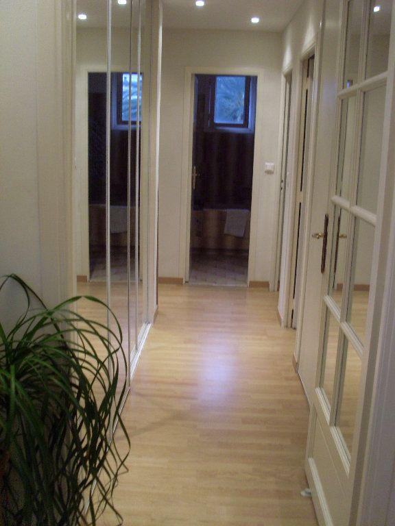Appartement à louer 4 81.28m2 à Cannes vignette-7