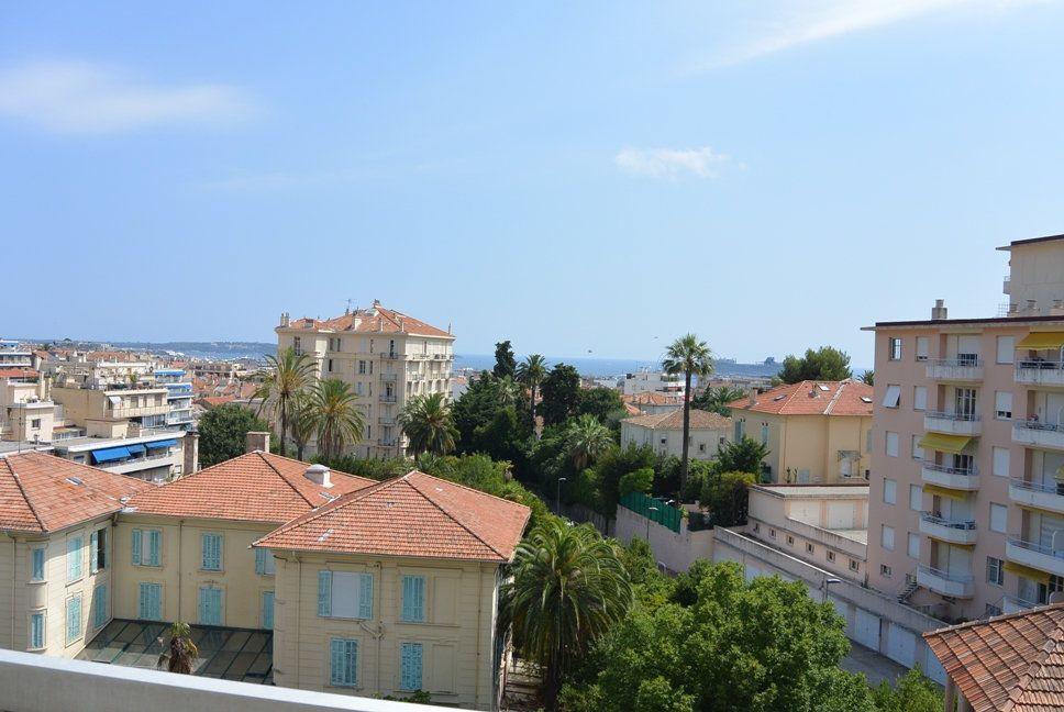 Appartement à louer 3 67.6m2 à Cannes vignette-1