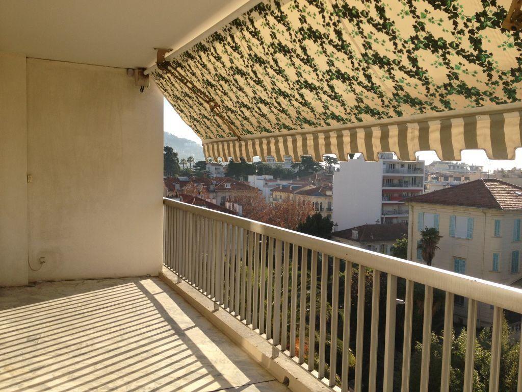 Appartement à louer 3 67.6m2 à Cannes vignette-3