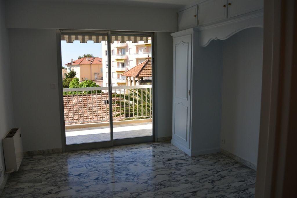 Appartement à louer 3 67.6m2 à Cannes vignette-6