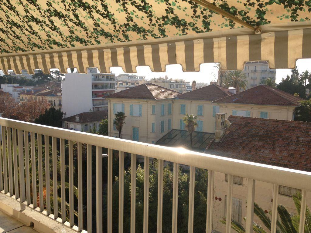 Appartement à louer 3 67.6m2 à Cannes vignette-7