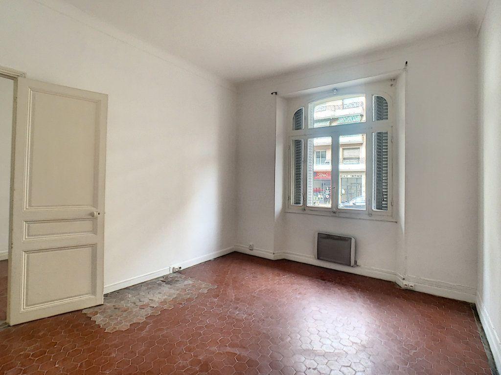 Appartement à louer 3 72.51m2 à Cannes vignette-4