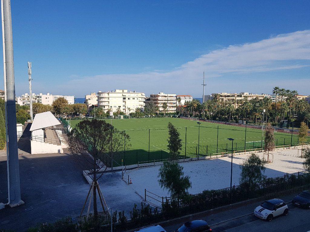 Appartement à louer 1 32.76m2 à Cannes vignette-1
