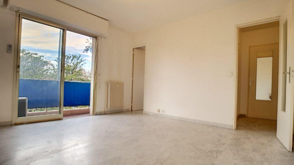 Appartement à louer 1 26.18m2 à Cannes vignette-1