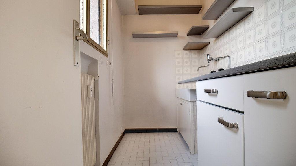 Appartement à louer 1 26.18m2 à Cannes vignette-4