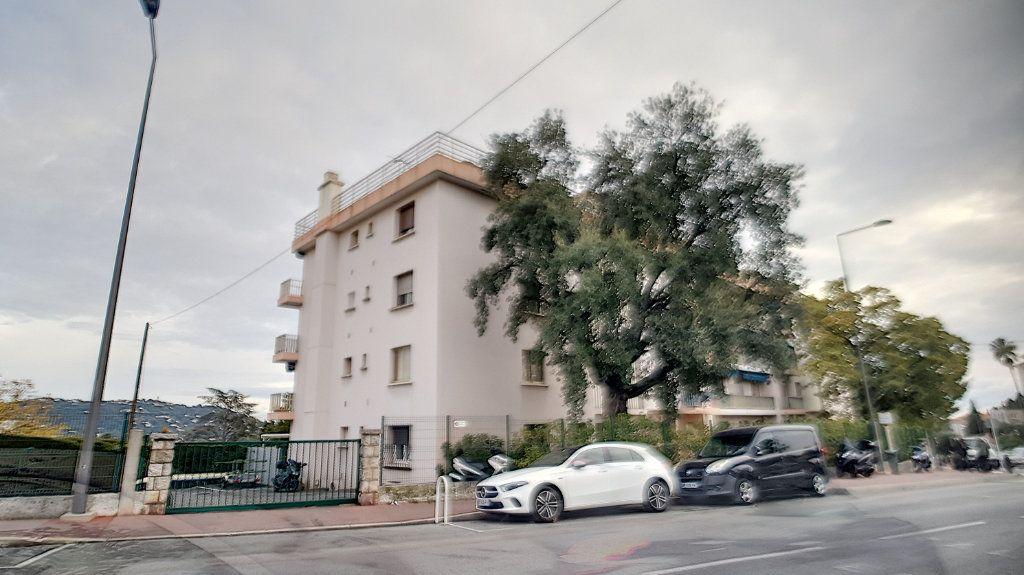 Appartement à louer 1 26.18m2 à Cannes vignette-6