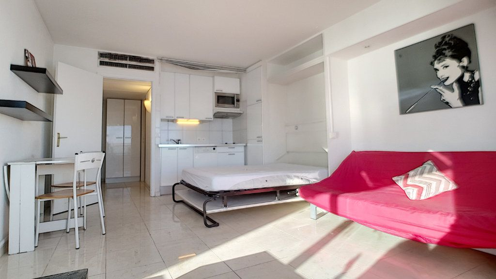 Appartement à louer 1 30.16m2 à Cannes vignette-3