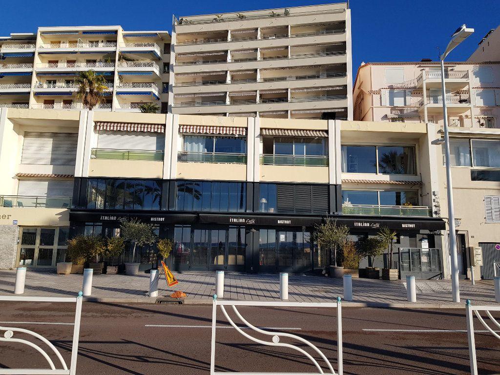 Appartement à louer 1 30.16m2 à Cannes vignette-6