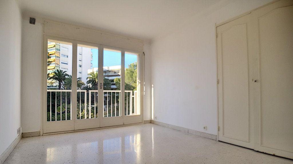 Appartement à louer 2 46.59m2 à Cannes vignette-1