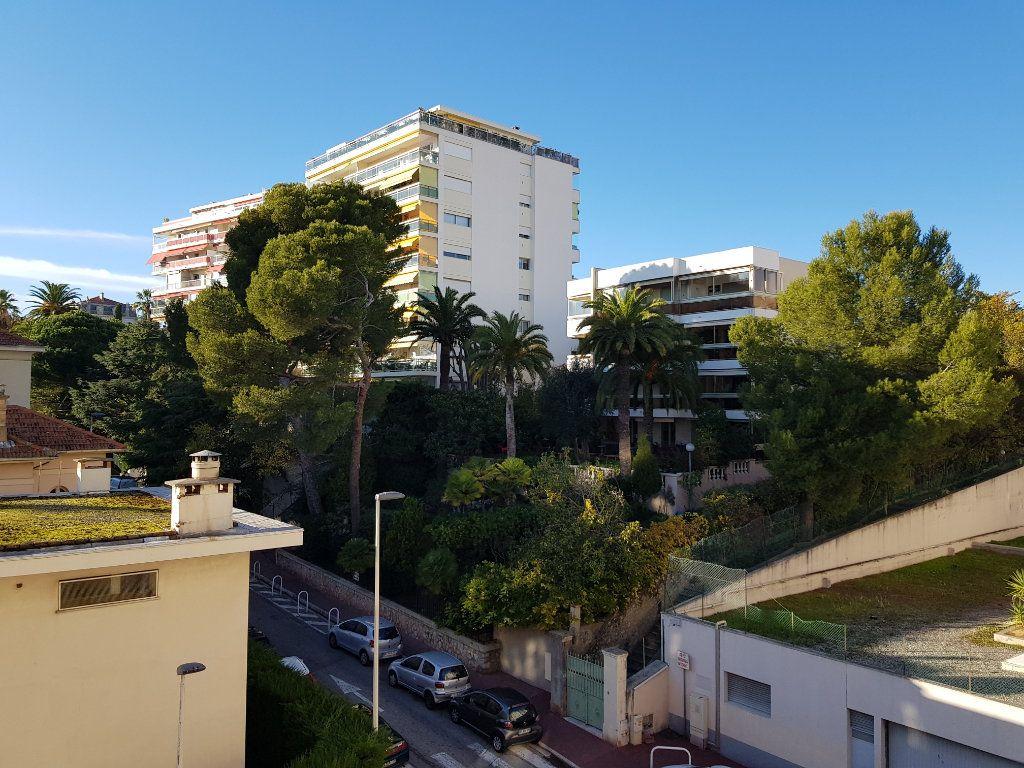 Appartement à louer 2 46.59m2 à Cannes vignette-3