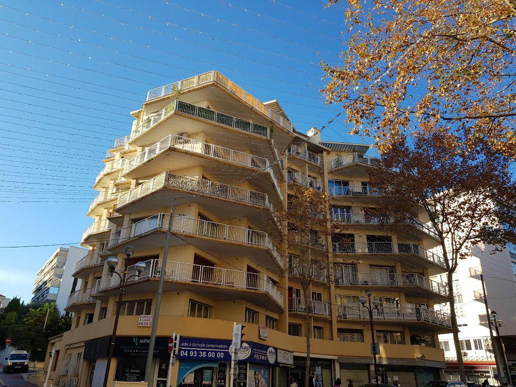 Appartement à louer 2 46.59m2 à Cannes vignette-10