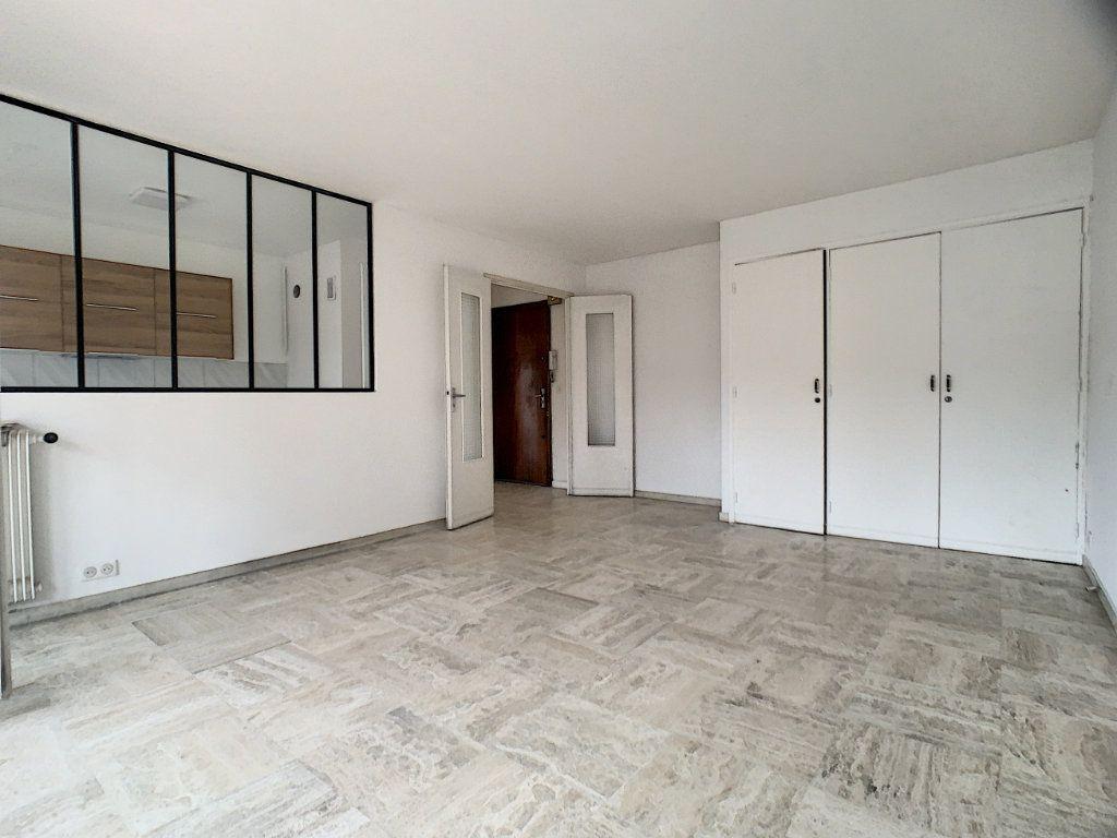 Appartement à louer 2 56m2 à Cannes vignette-1