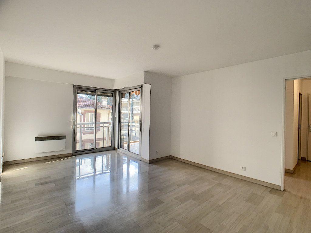 Appartement à louer 2 45.97m2 à Cannes vignette-1