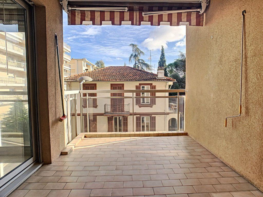 Appartement à louer 2 45.97m2 à Cannes vignette-2