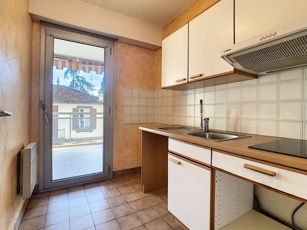 Appartement à louer 2 45.97m2 à Cannes vignette-4